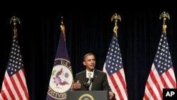奥巴马总统1月27日在马里兰州剑桥市举行的民主党议员会议上发表讲话