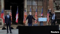 Presidenti i zgjedhur Joe Biden duke bërë fushatë për dy kandidatët demokratë, Raphael Warnock dhe Jon Ossoff (Xhorxhia, 15 dhjetor 2020)