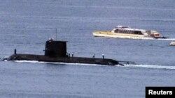 在悉尼港停泊的澳洲皇家海軍的柯林斯級潛艇沃勒號(HMAS Waller) (路透社資料照片)