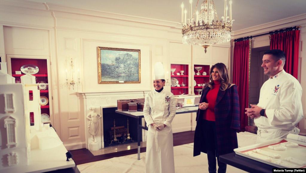 La primera dama Melania Trump en la preparación de la celebración de Navidad en la Casa Blanca.