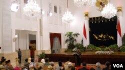 Presiden Jokowi berpidato dalam peringatan Maulid Nabi Muhammad SAW di Istana Negara. Ia mengajak umat Islam Indonesia untuk meneladani sifat-sifat Nabi Muhammad SAW (2/1).