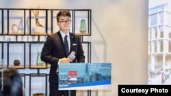 Simon Cheng 在英國駐港總領事館參與投資暨貿易政策說明會上(照片來源: 鄭文杰2018年11月15日臉書貼文)