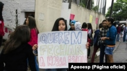 Estudantes protestam contra fechamento de escolas na zona sul da capital