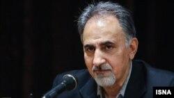 آقای نجفی در میانه دولت اول روحانی از سازمان میراث فرهنگی به خاطر مشکلات جسمی کناره گیری کرده بود.