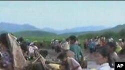 수해복구 작업을 벌이는 북한인들