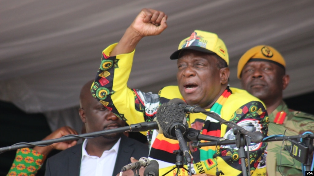 FILE - Zimbabwe President Emmerson Mnangagwa addresses ruling ZANU-PF party supporters in Zvimba, Robert Mugabe's rural home, southwest of Harare, Nov. 24, 2018. (C. Mavhunga for VOA)