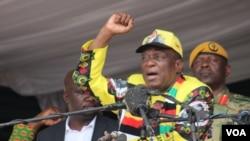 FILE: Zimbabwe President Emmerson Mnangagwa addresses ruling ZANU-PF party supporters in Zvimba, Robert Mugabe's rural home, about 100 km southwest of Harare, Nov. 24, 2018. (C. Mavhunga/VOA)