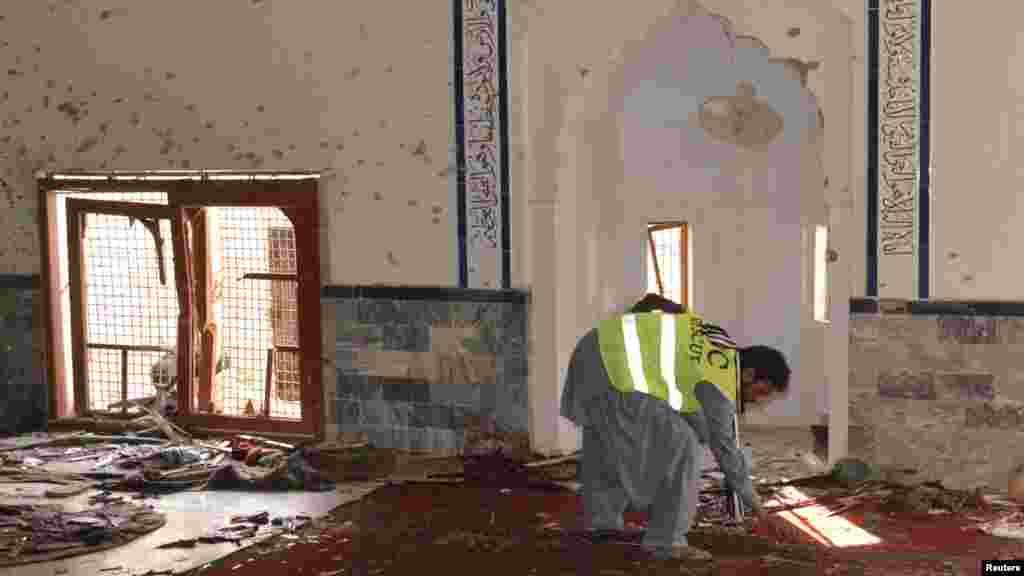 یہ دھماکا ایک امام بارگاہ کے اندر ہی ہوا، جہاں نماز جمعہ کی ادائیگی کے لیے لگ بھگ تین سو افراد موجود تھے۔