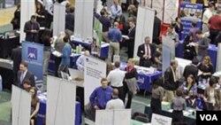 Mientras el desempleo se mantiene sobre el 8%, la economía podría perder ritmo en Estados Unidos en el primer semestre.