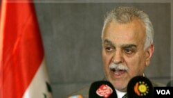 Wakil Presiden Irak, Tareq al-Hashemi, menjadi buron karena dituduh merekrut regu pembunuh.