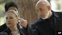 Shugaba Hamid Karzai na Afghanistan daga hannun dama