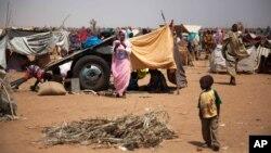 지난 9일 수단 다르푸르 남부 니얄라 마을에 폭력사태를 피해온 주민들이 머물고 있다.