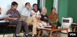 Direktur Riset Setara Institute Ismail Hasani dan para peneliti Setara saat memaparkan hasil penelitian di Hotel Ibis, Jakarta, Jumat 31/5 (Foto: VOA/Sasmito).