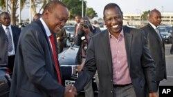 Presiden Kenya Uhuru Kenyatta (kiri) dan Wakil Presiden William Ruto di Nairobi, Kenya (12/10).
