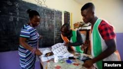 """""""Nous oeuvrons à ce que l'élection soit libre et apaisée"""", selon l'ambassadeur américain Richard Bell"""
