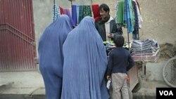 """La Misión de la ONU en Afganistán afirma que aún queda """"largo camino por recorrer"""" en la aplicación de la legislación que protege a las mujeres de ese país."""