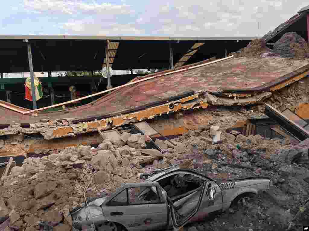 زلزله شدید در مکزیک باعث تخریب خانه ها شد. تعداد کشته های این زلزله به بیش از ۲۰۰ نفر رسیده است.