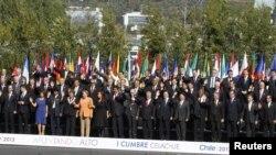 Foto panorámica de los mandatarios asistentes en Santiago de Chile a la I Cumbre CELAC-Unión Europea.