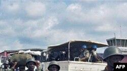 刚果政府军和维和部队进行部署