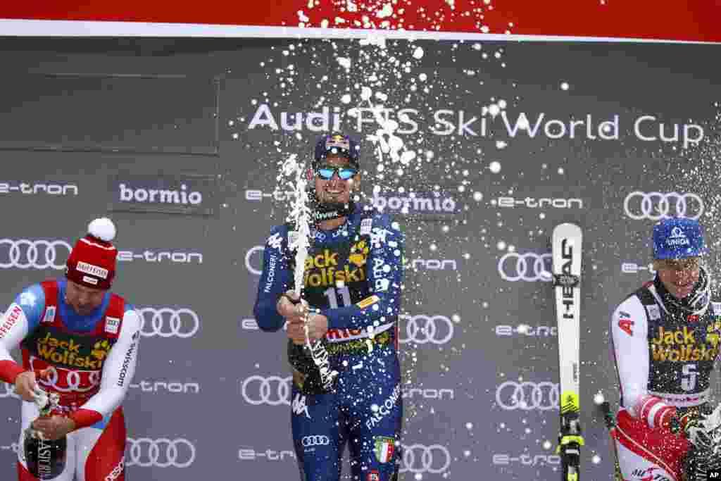 ورزشکار ایتالیایی قهرمانی خود را در رشته اسکی آلپاین در مسابقات جهانی که در ایتالیا برگزار می شود، جشن گرفته است.