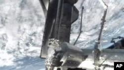 美国航天飞机项目将随着亚特兰蒂斯号结束最后一次使命而划下句号。图为亚特兰蒂斯号7月10日停靠在国际空间站
