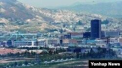 지난 5월 경기도 파주 전망대에서 바라본 개성공단. (자료 사진)