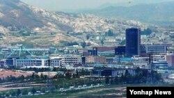 지난 5월 경기도 파주 전망대에서 바라본 개성공단. (자료사진)
