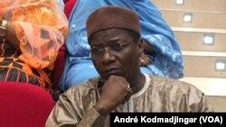 Oumar Yaya Hissein, ministre de la communication et porte-parole du gouvernement, le 30 décembre 2019. (VOA/André Kodmadjingar)