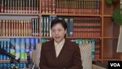 台湾外交部发言人高安主持3月18日记者会(美国之音申华拍摄)