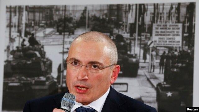 Cựu tỷ phú dầu hỏa Mikhail Khodorkovsky nói chuyện tại cuộc họp báo ở Đức 22/12/13, sau khi được phóng thích