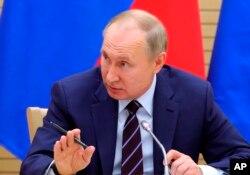 俄罗斯总统普京在他主持的一个会议上讲话。(2020年1月16日)