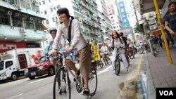 美籍華人何穎雅今年首次在香港參加多項六四活動,包括活化廳舉辦的「來往廣場的單車」 (活化廳提供)