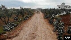 Турецкие солдаты концентрируются в деревне Каминас, расположенной в 6 километрах от Идлиба. 10 февраля 2020 г.