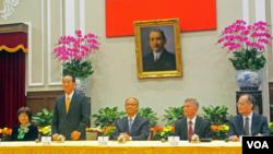 台湾亲民党主席宋楚瑜召开记者会介绍出席APEC成果(美国之音张永泰拍摄)