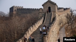 Chinese officials are being pilloried over the smoothing-over of a crumbling but much-loved 700-year-old section of the Great Wall of China.