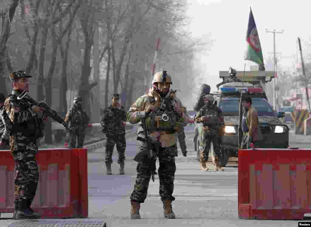 یک انفجار دیگر در کابل، حدود شش کشته در روز دوشنبه برجای گذاشت. داعش مسئولیت آن را قبول کرد.