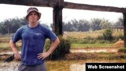 데이비드 스네든 씨가 실종되기 일주일 전인 지난 2004년 8월 중국 광시좡족자치구 양숴현에서 친구와 자전거 여행을 하며 찍은 사진. 가족들이 스네든 씨를 찾기 위해 만든 웹사이트(helpfinddavid.com)에 올린 사진이다.