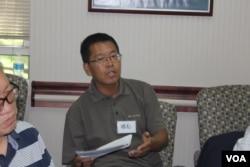 维权律师滕彪 (美国之音方冰拍摄)