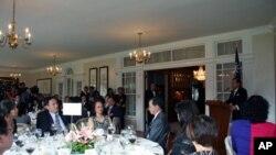 台湾驻美代表袁健生设宴款待国民党访美团