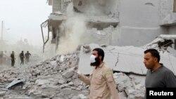 Một tòa nhà bị hư hại sau các vụ không kích ở Syria.