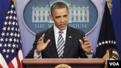 Presiden Obama berbicara kepada pers mengenai kontroversi seputar akte kelahirannya di Gedung Putih Hari Rabu (04/27)