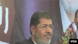 Mohamed Morsi, kandidat Presiden dari Partai Ikhwanul Muslimin sementara memimpin perolehan suara pilpres Mesir.