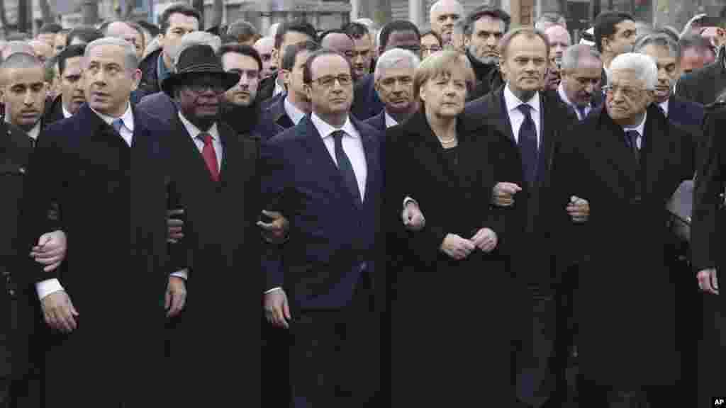 Shugaban Isra'ila Benjamin Netanyahu, Shugaban Mali Ibrahim Boubacar Keita, Shugaban Faransa Francois Hollande, Shugaban Jamus Angela Merkel, Shugaban EU Donald Tusk, da Shugaban Falasdinawa Mahmoud Abbas a Paris.