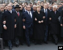 L-R: Israel's Benjamin Netanyahu, Mali's Ibrahim Boubacar Keita, France's Francois Hollande, Germany's Angela Merkel, the EU's Donald Tusk, and Palestinian President Mahmoud Abbas march during a unity rally in Paris January 11, 2015.