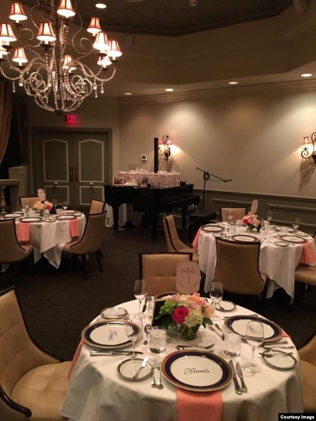 Dining Room di Yono's restaurant di Albany, New York (courtesy).