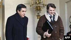Francuski premijer Fransoa Fijon na izlazu iz Jelisejske palate