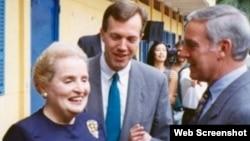Ngoại trưởng Hoa Kỳ Madeleine Albright, Viên chức Chính trị Ted Osius, và Đại sứ Pete Peterson, tại lễ động thổ xây tòa Tổng Lãnh sự Hoa Kỳ tại thành phố Hồ Chí Minh tháng 6/1997.