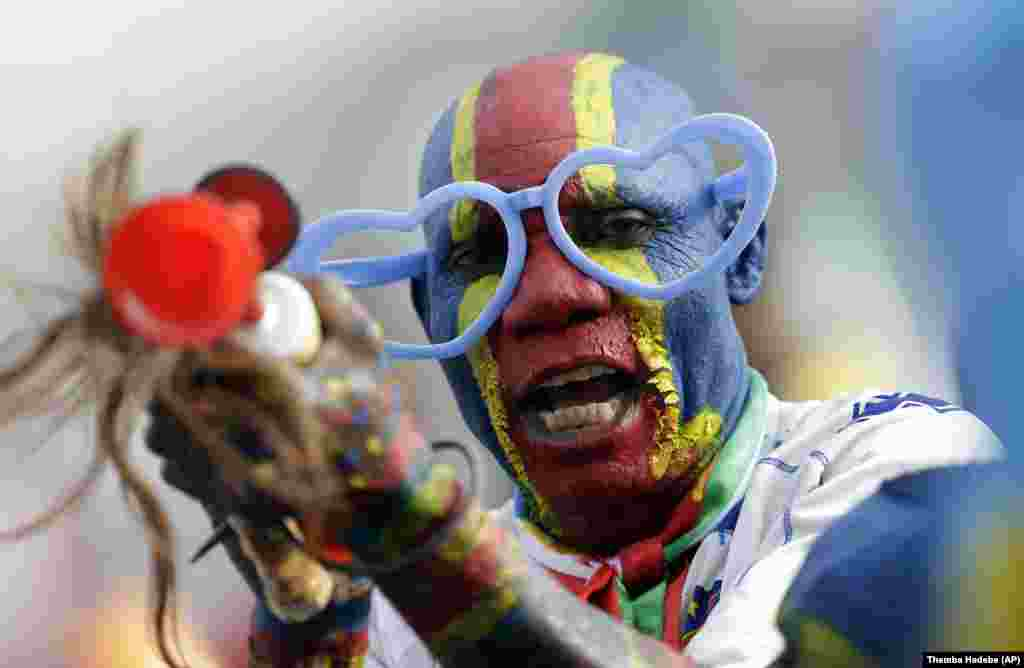DR Congo's football fan painted in his national colors gestures at the Africa Cup of Nations in Equatorial Guinea, on Sunday, Jan. 18, 2015. (AP)