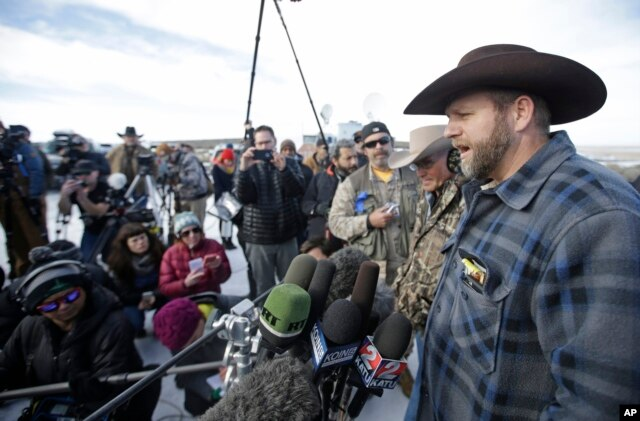 Ammon Bundy, a leader of the occupying protesters at the Malheur National Wildlife Refuge, speaks to reporters during a news conference at the refuge near Burns, Ore., Jan. 6, 2016.