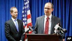 Представители ФБР и прокуратуры на брифинге в г. Цинциннати 10 октября